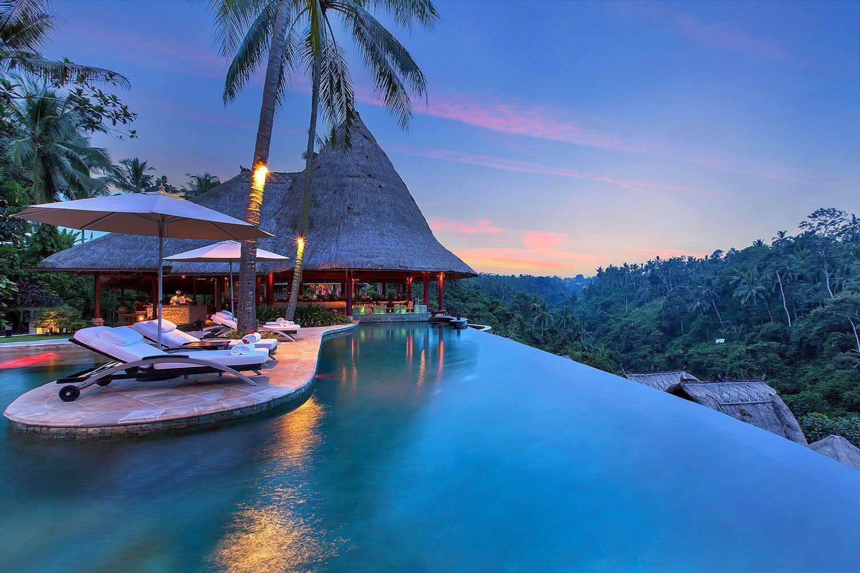 Une piscine avec une vue inspirante!