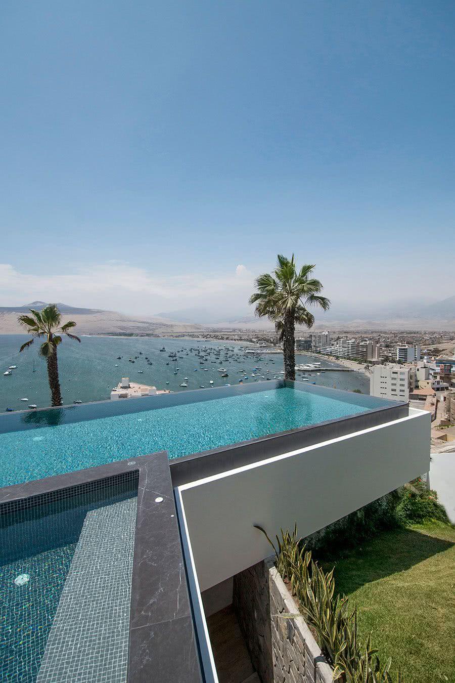 L'impression que la piscine est en mouvement assure une meilleure vue du paysage