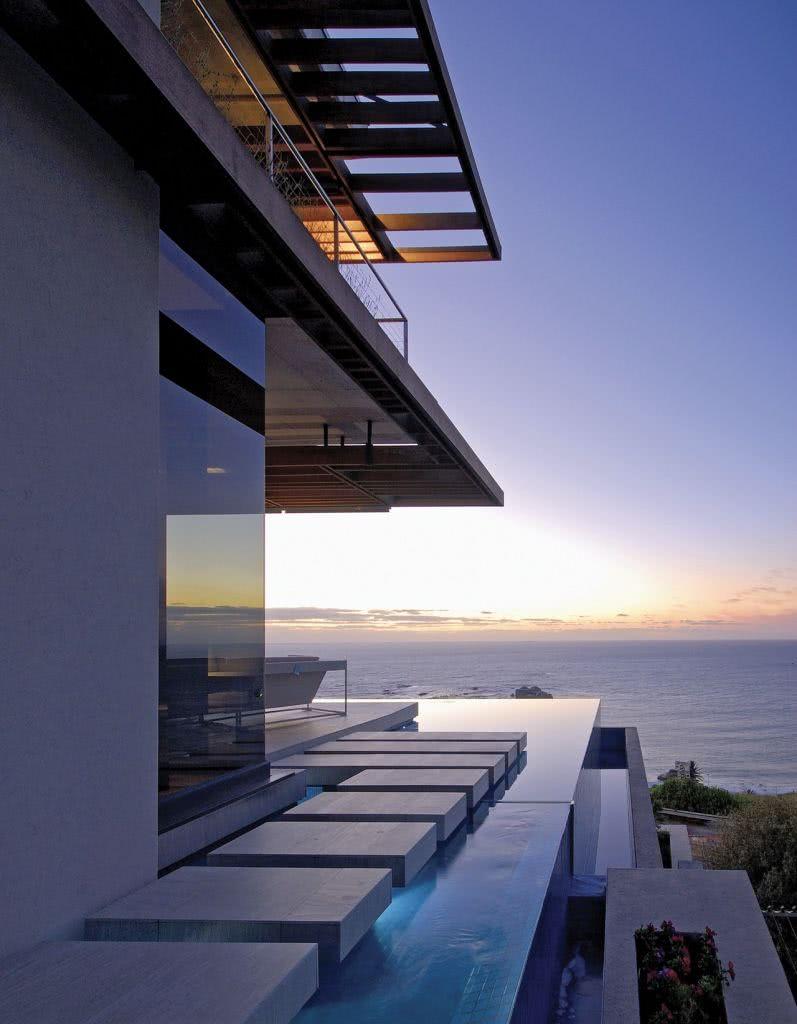Le concept minimaliste s'applique également aux piscines