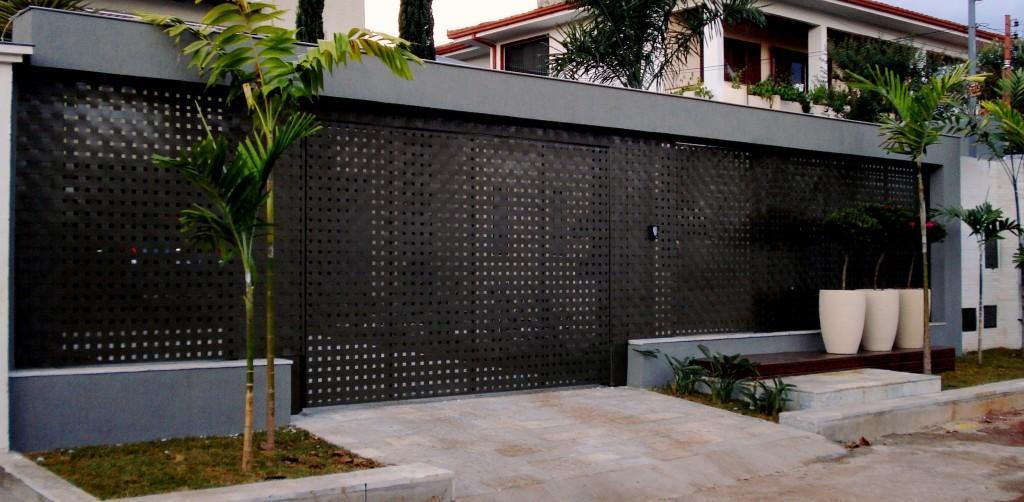 Portail avec plaque perforée fini ce mur