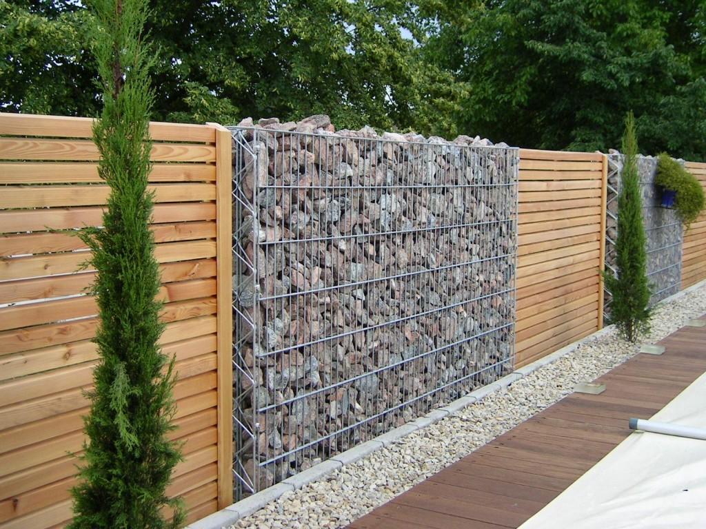 Mur en pierre de gabion et bois